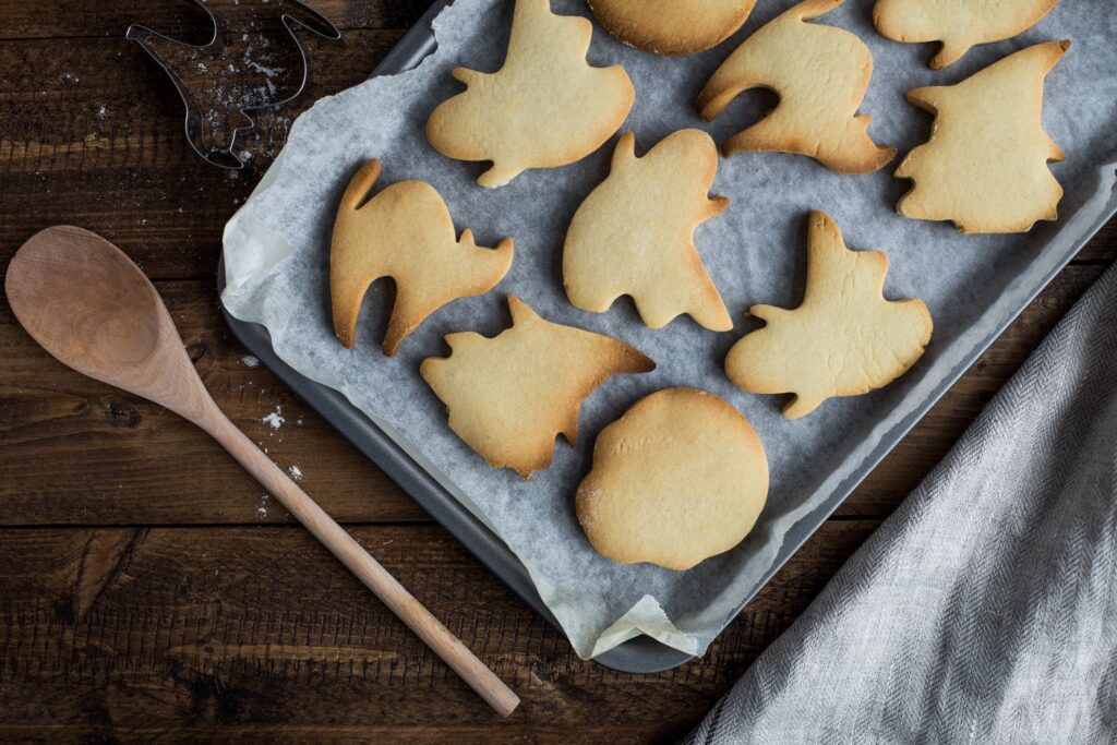 猫型やお化け型のクッキー画像